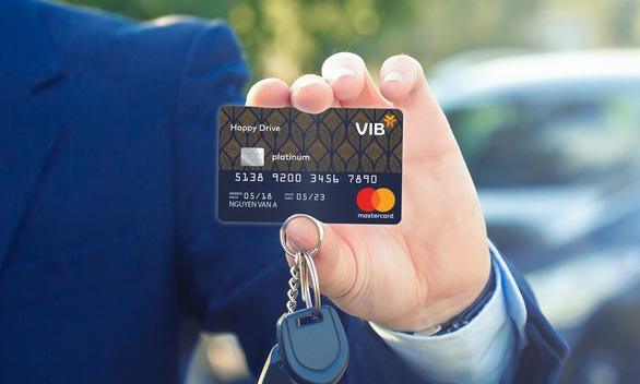 Thẻ tín dụng trở thành 'con gà đẻ trứng vàng' - Ảnh 1.