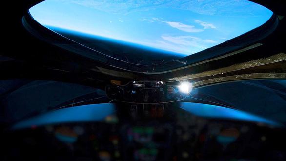 Phi thuyền tư nhân Mỹ đưa người lên vũ trụ thành công - Ảnh 1.
