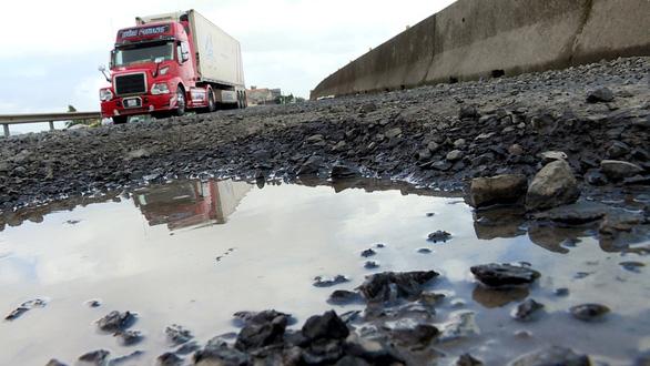Để quốc lộ 1 hỏng nặng kéo dài là thiếu trách nhiệm, vô cảm - Ảnh 2.