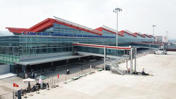 Sân bay quốc tế Vân Đồn tạm dừng hoạt động trong 24 giờ - Ảnh 1.