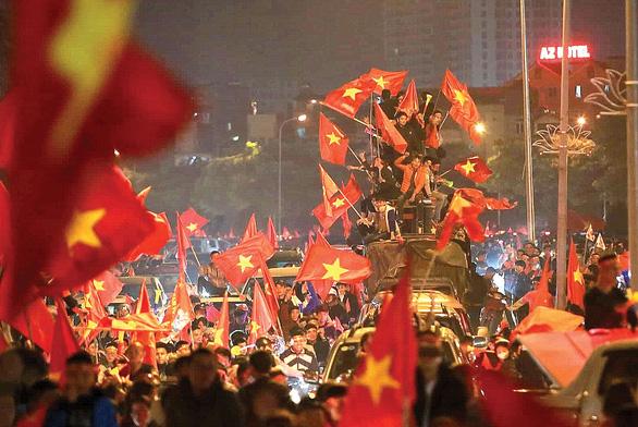 Kỳ diệu thay, bóng đá Việt Nam! - Ảnh 1.