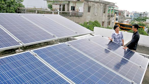 Điện mặt trời vừa dùng vừa bán - Ảnh 1.