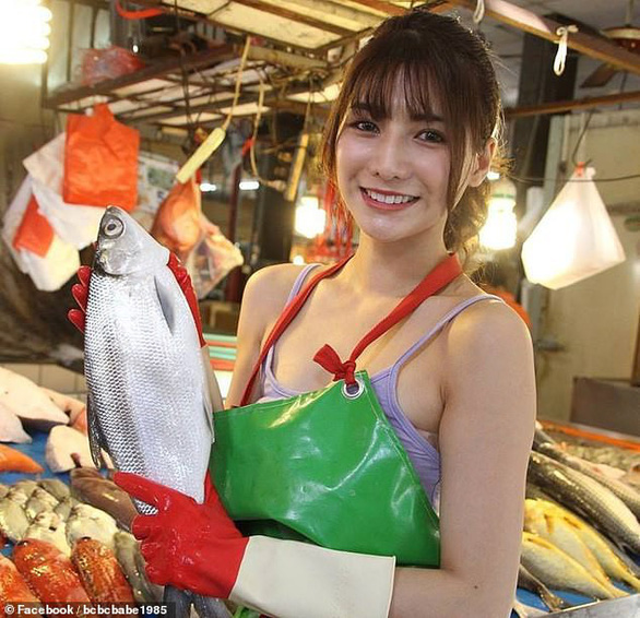 Dân mạng thích mê 'cô gái bán cá đẹp nhất' ở Đài Loan - Ảnh 2.