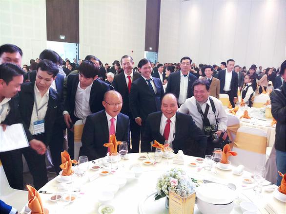 Ông Park dùng 100.000 USD tiền thưởng cho người nghèo và bóng đá - Ảnh 3.
