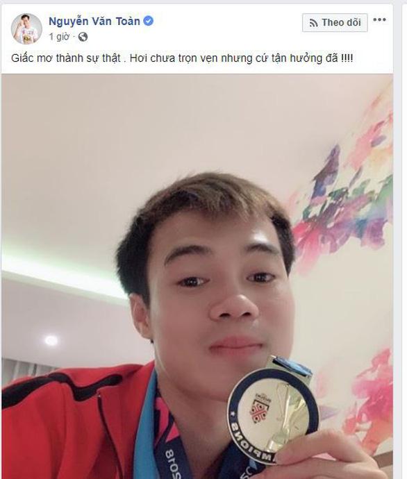 Các tuyển thủ VN viết gì trên Facebook sau khi vô địch AFF Cup? - Ảnh 6.