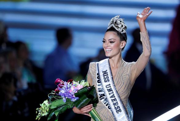 Miss Universe 2017 háo hức trao vương miện cho người kế nhiệm - Ảnh 1.