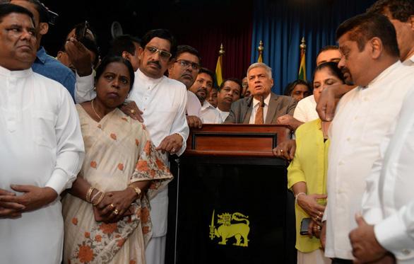 Thủ tướng Sri Lanka được bổ nhiệm lại sau khi bị sa thải - Ảnh 1.