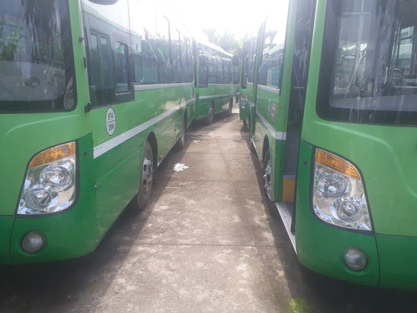 Đầu tư tiền chục tỉ, nhiều xe buýt trùm mền cả năm - Ảnh 1.