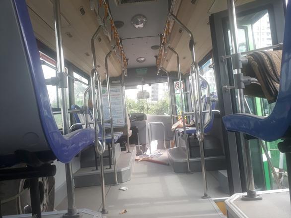 Đầu tư tiền chục tỉ, nhiều xe buýt trùm mền cả năm - Ảnh 3.