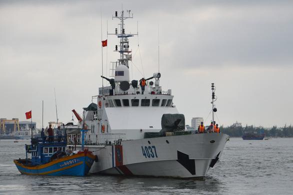 Kiểm tra, ngăn chặn tàu cá đi đánh bắt trái phép ở nước ngoài - Ảnh 1.