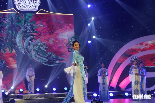 Nữ sinh trường Luật đăng quang hoa khôi sinh viên Việt Nam - Ảnh 4.