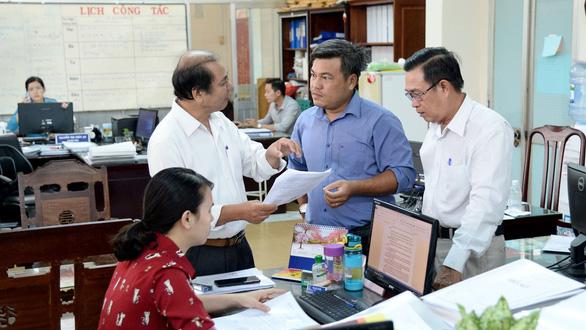 Cán bộ, công chức TP.HCM rộn niềm vui tăng thu nhập - Ảnh 1.