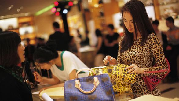 Phụ nữ Trung Quốc chi mạnh tay - Ảnh 1.