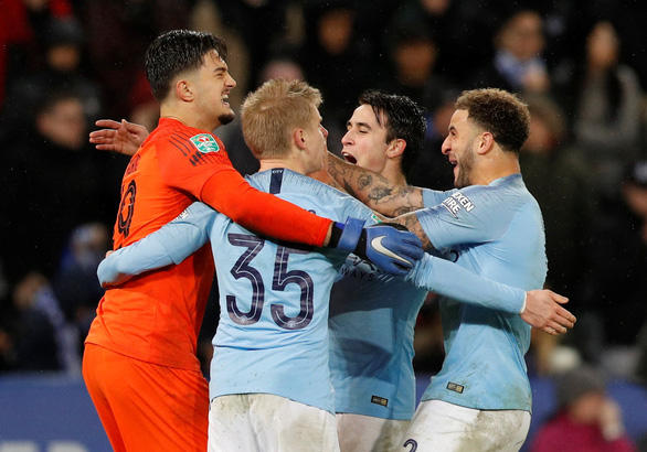 Đá bại Leicester trên chấm luân lưu, M.C vào bán kết League Cup - Ảnh 1.