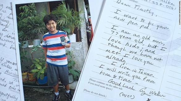 Bush cha làm bạn tâm thư với bé trai Philippines suốt 10 năm - Ảnh 1.