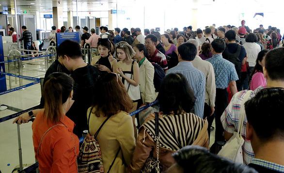 Tết này, sân bay Tân Sơn Nhất còn quá tải? - Ảnh 1.
