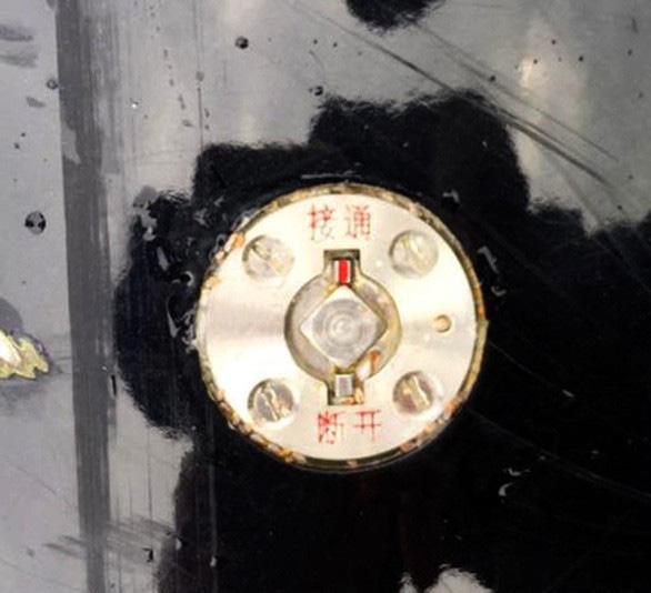 Phát hiện vật thể giống ngư lôi dạt vào bờ biển Phú Yên - Ảnh 3.