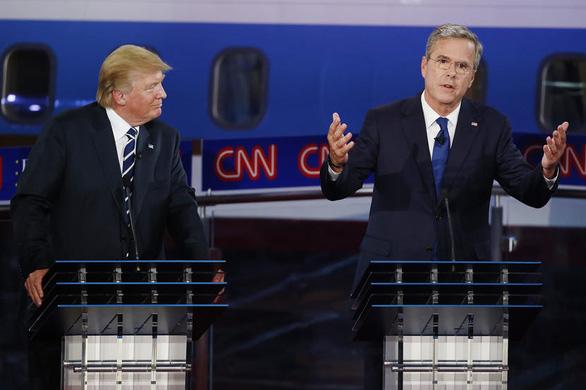 Dẹp khác biệt chính trị, ông Trump tưởng nhớ cố tổng thống Bush 'cha' - Ảnh 2.
