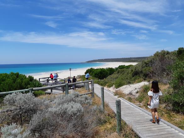 Đến Tây Úc thưởng thức đặc sản, ngắm vườn nho bạt ngàn - Ảnh 2.