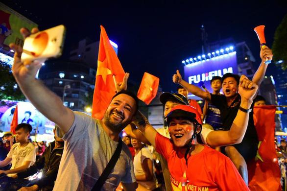 Chưa lúc nào bóng đá Việt vui như lúc này - Ảnh 2.