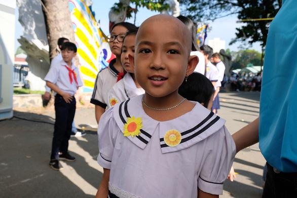 385 ước nguyện của bệnh nhi được thực hiện tại ngày hội Hoa hướng dương - Ảnh 1.