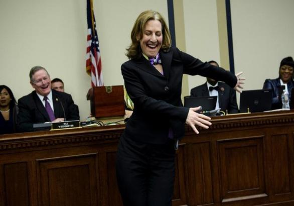 Không nhịn được cười với cảnh nghị sĩ Mỹ rút số may mắn - Ảnh 4.