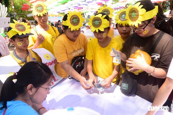 385 ước nguyện của bệnh nhi được thực hiện tại ngày hội Hoa hướng dương - Ảnh 4.