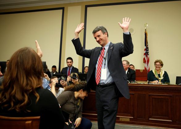Không nhịn được cười với cảnh nghị sĩ Mỹ rút số may mắn - Ảnh 2.