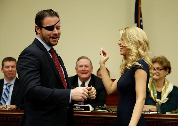 Không nhịn được cười với cảnh nghị sĩ Mỹ rút số may mắn - Ảnh 8.