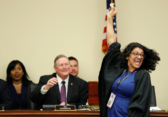 Không nhịn được cười với cảnh nghị sĩ Mỹ rút số may mắn - Ảnh 9.
