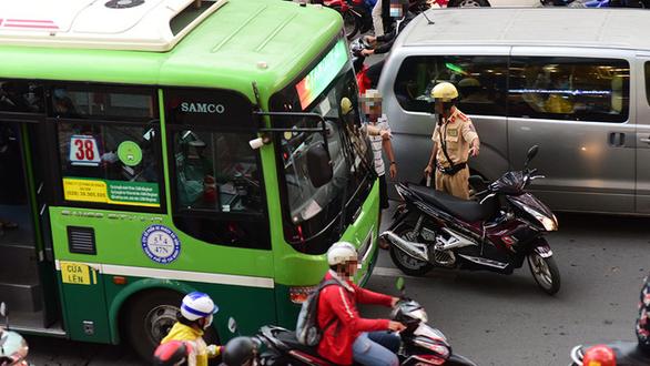Luật giao thông và luật đời - Ảnh 1.