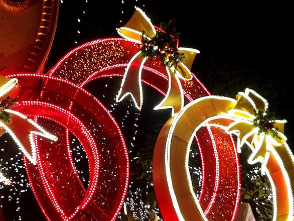 Bí quyết chụp hình đón Giáng Sinh lung linh chỉ với một chiếc smartphone - Ảnh 5.