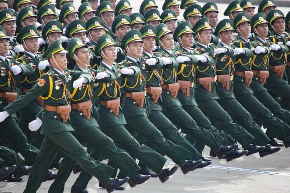 Thủ tướng Nguyễn Xuân Phúc: Tiếp tục xây dựng quân đội hùng mạnh - Ảnh 1.
