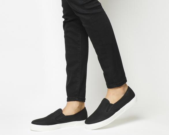 Đi du lịch, mang giày dép nào thoải mái nhất? - Ảnh 2.