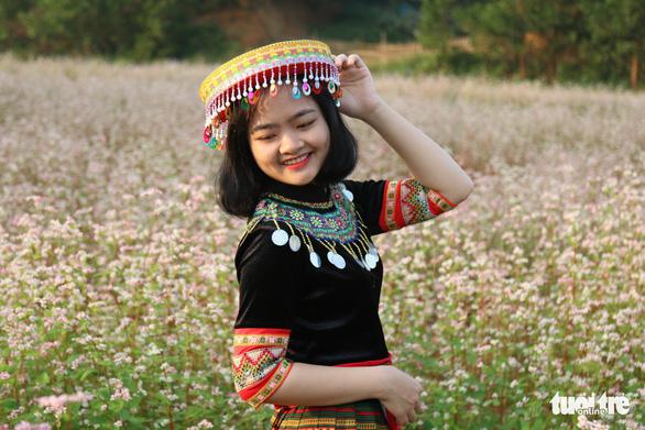 Cánh đồng hoa tam giác mạch ở Hà Nội hút giới trẻ đến check-in - Ảnh 9.