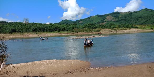 Thi thể người đàn ông bị thủy điện Sông Tranh xả nước cuốn trôi hơn 5km - Ảnh 1.