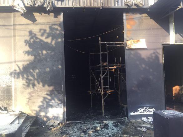Cháy quán nhậu ở Đồng Nai, 6 người chết, tạm giữ thầu công trình - Ảnh 1.