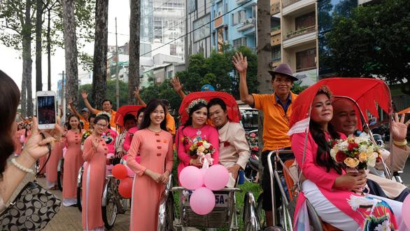 50 cặp đôi khuyết tật hạnh phúc trong lễ cưới tập thể  - Ảnh 2.