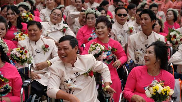 50 cặp đôi khuyết tật hạnh phúc trong lễ cưới tập thể  - Ảnh 4.
