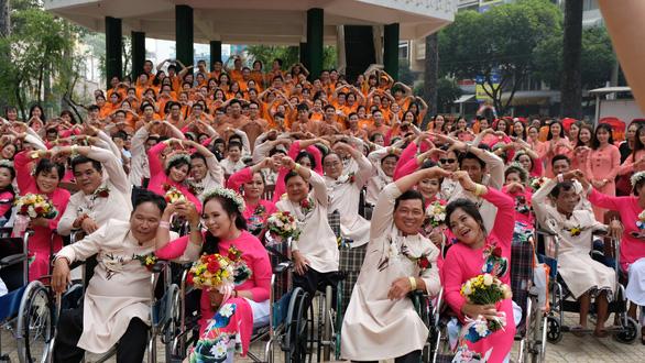 50 cặp đôi khuyết tật hạnh phúc trong lễ cưới tập thể  - Ảnh 7.