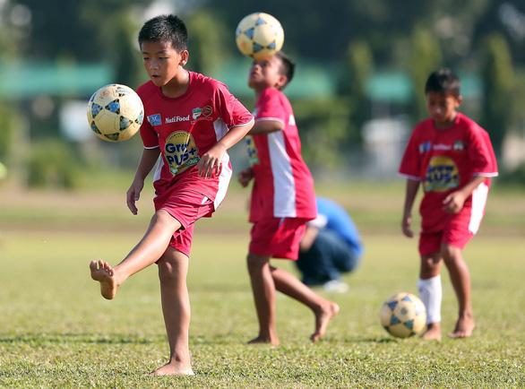 Ông Đoàn Nguyên Đức: Nên mở thêm nhiều học viện bóng đá - Ảnh 1.