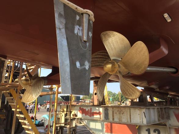 Tàu khách 1,2 triệu USD bắt đầu phục vụ khách ra đảo Lý Sơn - Ảnh 2.