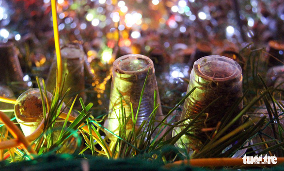 Độc đáo cây thông Noel 'khủng' làm từ 8.000 giỏ hành - Ảnh 8.