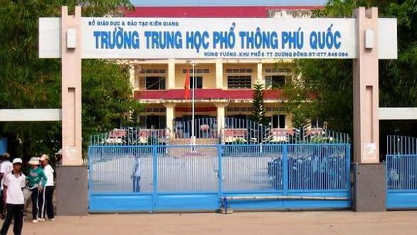 Hàng trăm học sinh Phú Quốc phải thi lại môn toán lớp 11 - Ảnh 1.