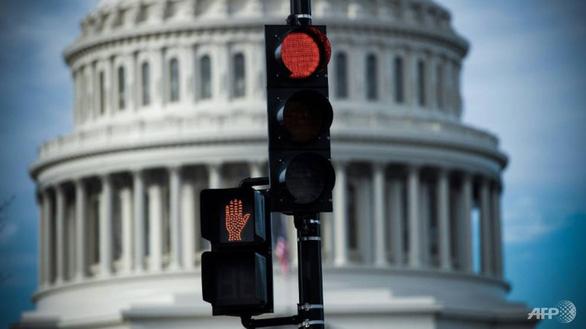 Chính phủ Mỹ sẽ đóng cửa một phần vào nửa đêm - Ảnh 1.