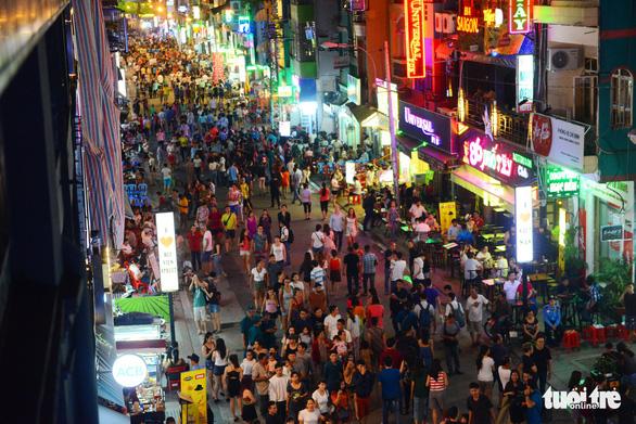 Khám phá các khu phố quốc tế trong lòng TP.HCM - Ảnh 3.