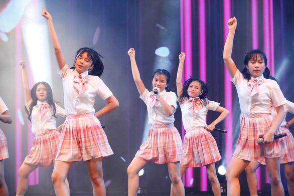 Hơn 1500 bạn trẻ đến cổ vũ show đầu tiên của SGO48 - Ảnh 2.