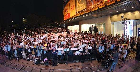 Hơn 1500 bạn trẻ đến cổ vũ show đầu tiên của SGO48 - Ảnh 3.