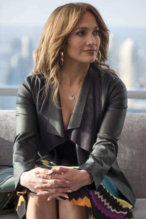 Jennifer Lopez: 50 chưa phải là già trong Second Act - Ảnh 1.