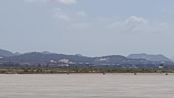 Máy bay lại đáp nhầm đường băng chưa khai thác ở Cam Ranh - Ảnh 2.